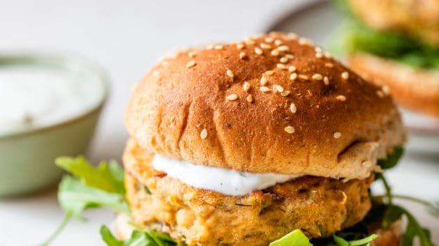 salmon burger with dill sauce