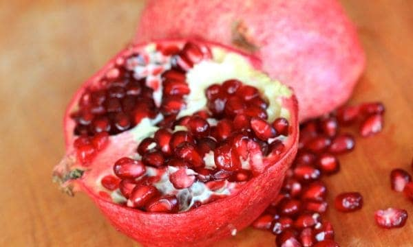 pomegranate how to get seeds out