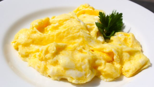 Scrambled Eggs - Clean & Delicious with Dani Spies