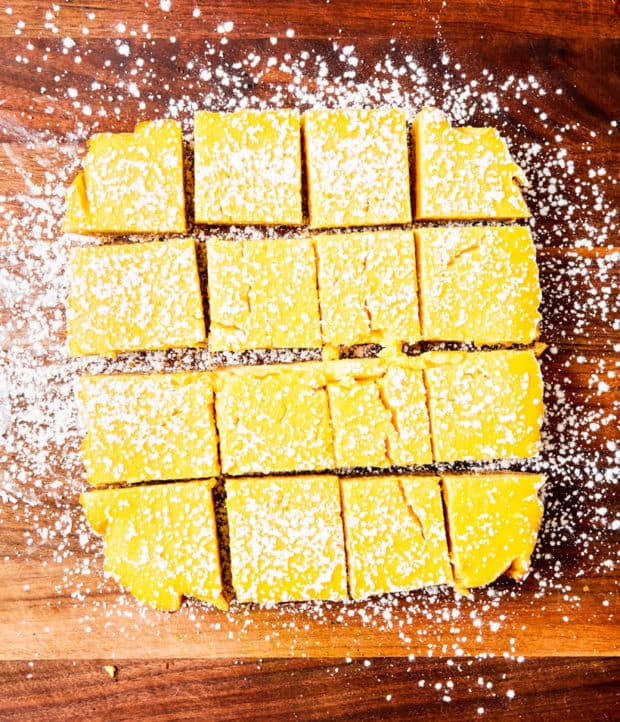 lemon bars with powered sugar