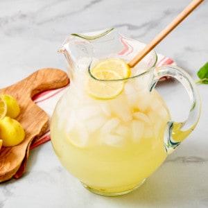sugar-free lemonade in pitcher