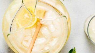 stirring sugar free lemonade in a pitcher
